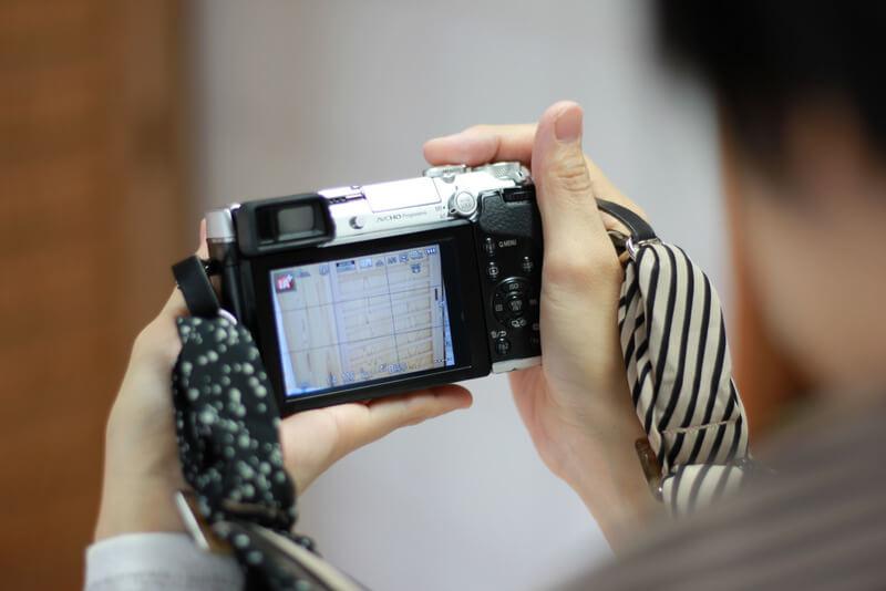 ミラーレスカメラの液晶
