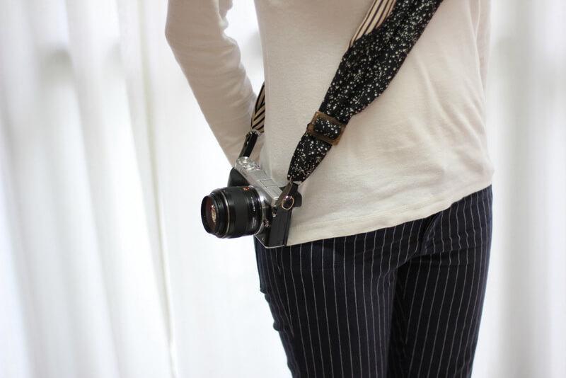 サクラカメラスリング 装着 女性