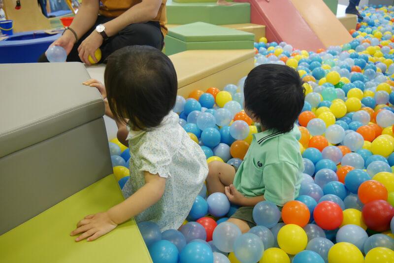 キドキドのボールプールと子ども