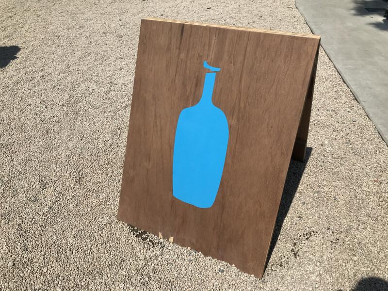 ブルーボトルコーヒーの看板