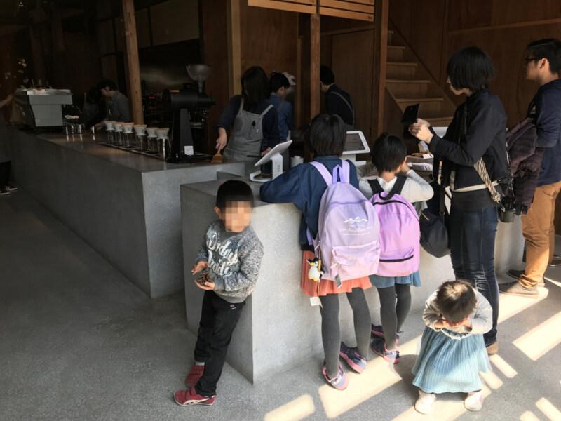 ブルーボトルコーヒー京都カフェのレジカウンター