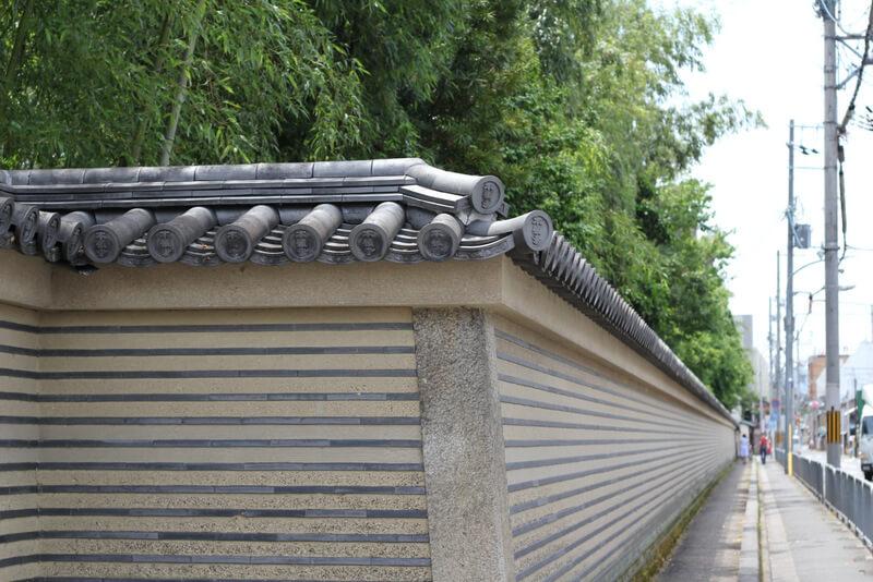 渉成園の北側の壁