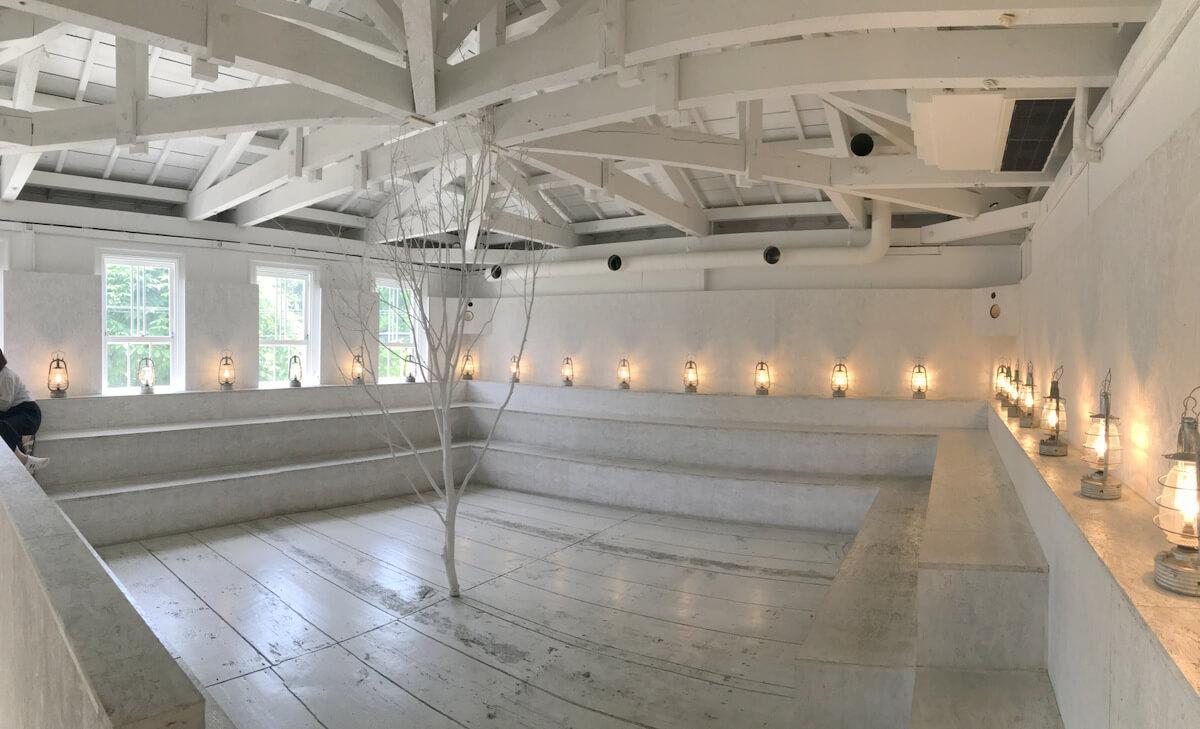 真っ白な空間