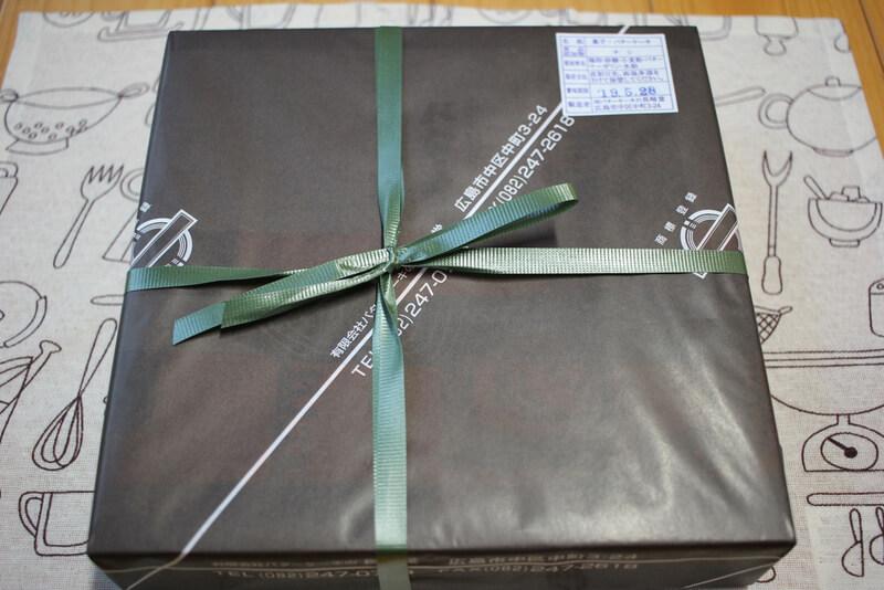包み紙と紐