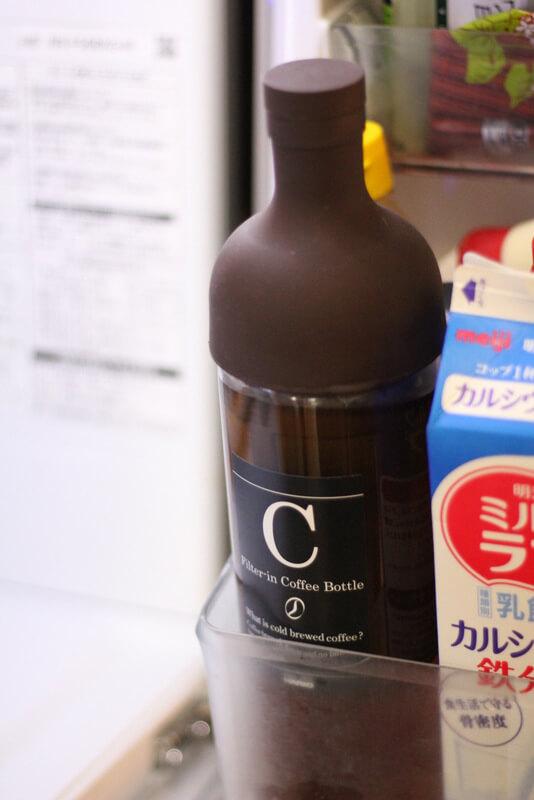 冷蔵庫へボトルを収納した様子