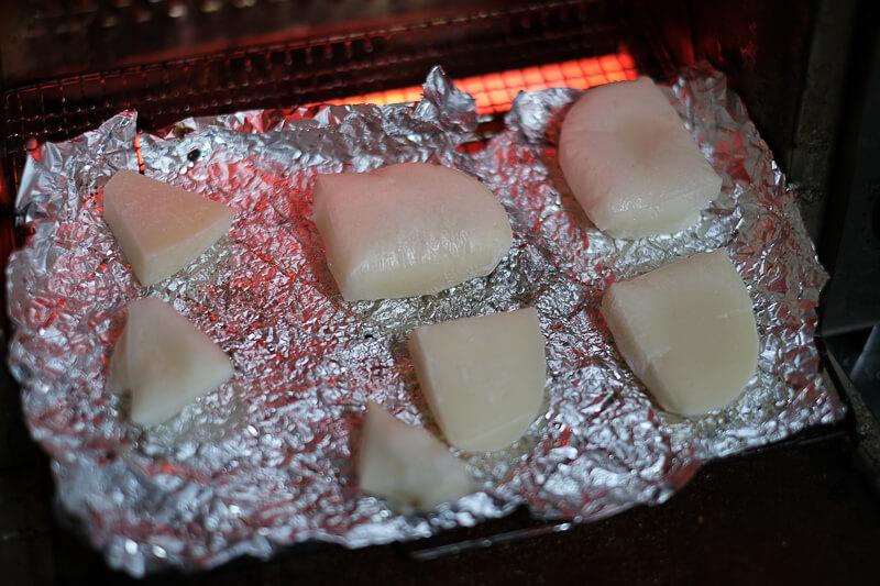餅をオーブンで焼くところ