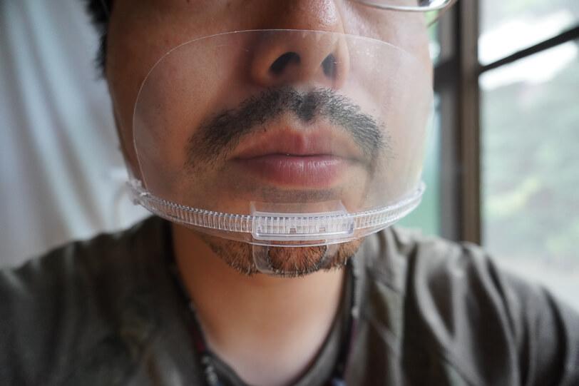 透明マスク 装着 男性